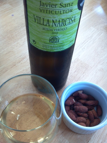 rueda verdejo with almonts